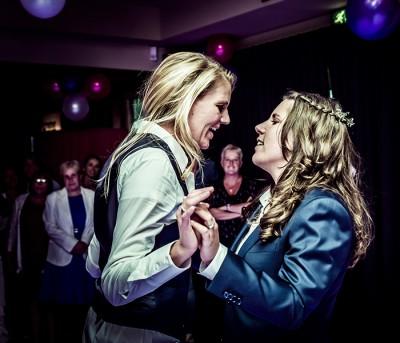 Wedding, same sex, two girls, lesbian wedding, lesbisch huwelijk, twee vrouwen trouwen, vrouwen huwelijk, trouwfotografie, lesbisch stel